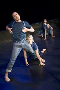 Koreografi av Wies Markx med Dansstationens TurnŽkompani. PŒ bilden: Pablo Fernandez, Emelie GarmŽn, Alexandra Gšransson och Jonathan Sikell