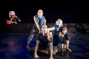 Koreografi av Wies Markx med Dansstationens TurnŽkompani. PŒ bilden: Sara Ekman, Pablo Fernandez, Emelie GarmŽn, Alexandra Gšransson och Jonathan Sikell